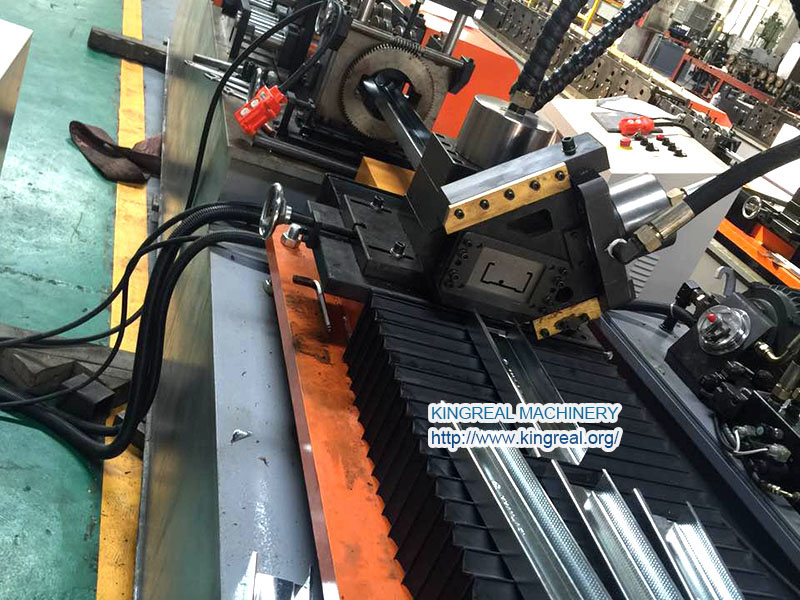 high speed studs and tracks making machine with follow shearing